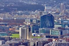Depuis le sommet de la tour Montparnasse, Paris, le nouveau bâtiment près de la Cité de l'Air, le siège de Bouygues Telecom à Issy-les-Moulineaux, la Tour Horizon à Boulogne-Billancourt (paspog) Tags: paris france roofs toits tourmontparnasse decken toitsdeparis depuislesommetdelatourmontparnasse