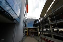 Plus City (austrianpsycho) Tags: building leute eingang gebäude parkhaus pasching pluscity