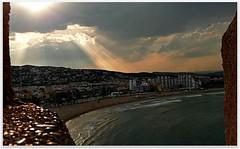 Desde la muralla (pibepa) Tags: sky espaa cloud sun sol azul clouds atardecer spain espanha nuvole eu playa panasonic cielo nubes cielos rayo sole espagne muralla nube spanien desde spagna spanje iberia brillo nwn spania castelln  hispania pescola spagne resplandor hispanio   lumixtz5 pibepa ruby10 junio2011 lumix2011 ruby5 ruby15 10ruby