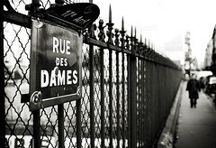 Rue des Dames (Perolo Orero - www.orerofotografia.com -) Tags: street light bw woman france art luz valencia photography mar yahoo calle google mujer nikon photographer arte bn manuel perspectiva francia pars pero fotografa rejas krop orero orerofotografia wwworerofotografiacom