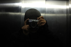 . (Le Cercle Rouge) Tags: selfportrait paris france self mirror lift finepix fujifilm identit miroir autoportait incognito anonyme inconnu x100 anewera lecerclerouge nouvellere