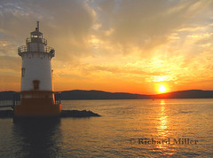 9-Sunset on the Hudson (Blackarrow3) Tags: lighthouses hudsonriver sleepyhollowlighthouse tarrytownlighthouse newyorklighthouses hudsonriverlighthouses 1883lighthouse