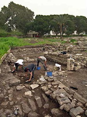 Excavations in the ruins of a Magdala villa (© Custodia Terrae Sanctae)