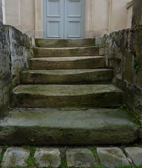 Worn down stone steps - Palais du Roi du Rome, Rambouillet (Monceau) Tags: france stone steps worn rambouillet palaisduroidurome