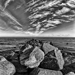 Richtung Norden (dubdream) Tags: ocean sea blackandwhite bw white seascape black water landscape nikon rocks meer balticsea fisheye sw d200 schwarzweiss ostsee schleswigholstein heiligenhafen sigma10mm dubdream