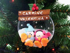 Love is in the... tree? (ArtWen) Tags: xmas adorno tree ball ornament bola pinguino artwennavidad