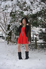 reddress2 (jennymckaysfashionandmusic) Tags: schnee red music snow green fashion umbrella schweiz mckay dress boots jenny blond snowprincess