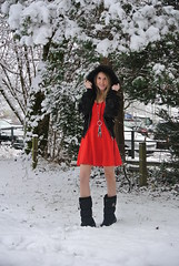 straight (jennymckaysfashionandmusic) Tags: schnee red music snow green fashion umbrella schweiz mckay dress boots jenny blond snowprincess