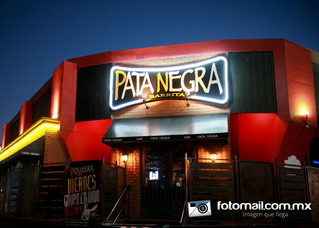The world 39 s best photos by fotomail mxl flickr hive mind - Fachadas de bares modernos ...