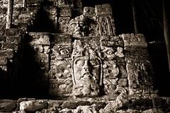 Mascarones de Kohunlich (Javier Hidalgo) Tags: viaje sol rio mxico de agua maya pueblo yucatan laguna bec peninsula turismo chiapas historia mayas rivera roo paraso magico chetumal quintanaroo quintana arqueologa kohunlich bacalar vivir 2011 disfrutar civilizacin profecia mascarones