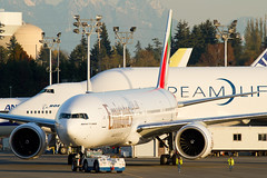 A6-EGI (sabian404) Tags: county new field cn plane airplane airport aviation flight emirates delivery boeing 777 paine snohomish ln pae kpae ge90 777300er 974 77w 38986 77731her b77w aflm ek777 89620a a6egi uae777