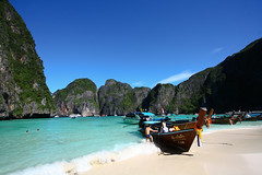 Maya Bay (Oscar von Bonsdorff) Tags: world pictures street city travel party tourism beach beautiful canon movie studio thailand hotel town amazing interesting december tour phiphi walk speedboat culture free pic tourist palm snorkling same pro info kata phuket patong information karon cultural photographing phiphiisland thebeach 2010 clearwater xsi leonardodicaprio canonefs1022mmf3545usm mayabay canon1022 daytour thaimaa thavorn canonefs1022 canon1022usm 450d canonefs 1022usm canonef1855 kophiphilee amazingmountains 10223545 amazingcliffs oscarvonbonsdorff 10223545canonefs1022mmf3545usm