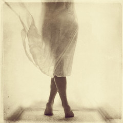 327-365 Breeze (Vanina Vila {Photography}) Tags: woman sepia self square 50mm back mujer retrato sony movimiento textures espalda 365 breeze brisa daguerrotype daguerrotipo vaninavila