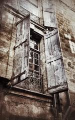 Le jour se lve.... (laurent Showl20) Tags: wood architecture pezenas volet