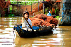 IMG_1296 Enfants du Monde sur le Tonl Sap (philippedaniele) Tags: cambodge siem reap filet poisson navigation pche mkong epervier batambang tonlsap villagelacustre sangkae fortinondable plaineinondablemousson
