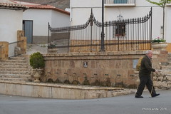 La Calahorra (Landahlauts) Tags: man pueblo stranger andalucia andalusia andalusien hombre andalousie desconocido andalusie extrao lacalahorra andaluzia robado andalusi puebloandaluz  andaluzja robandoalmas stealingsouls andaluzio    endls   endulus marquesadodelzenete  comarcadeguadix hoyadeguadix    andalouzia andalusiya  fujifilmxpro1 fujinonxf55200mmf3548rlmois nf