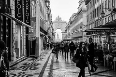 Rua Augusta - Lisboa (Bouhsina Photography) Tags: street bw white black portugal canon noir lisboa rua blanc lisbonne scne bouhsina 5diii bouhsinaphotography ef2470f28ll