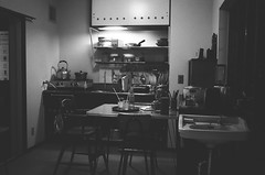 (Stphane.) Tags: bw white black kitchen japan cuisine tokyo noir noiretblanc nb era et period blanc japon showa daidokoro jidai