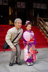 Proud oji-san (Eric Flexyourhead (shoulder injury, slow)) Tags: old people man cute senior girl japan zeiss japanese kid shrine child grandfather kawaii  osaka kimono colourful shichigosan shinto kita kansai kodomo   kitaku  ojisan  osakashi   55mmf18  osakatenmangushrine sonyalphaa7 zeisssonnartfe55mmf18za