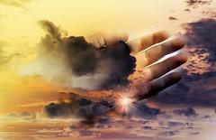 Tengo las manos en este cielo esperando por ti!!... (conejo721*) Tags: sol argentina amor cielo nubes mano palabras mardelplata poesía poema sentimientos conejo721