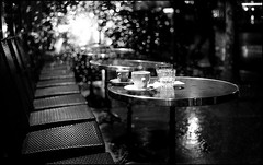 Nocturne parisien #2 (Punkrocker*) Tags: street bw paris night zeiss 1600 contax fujifilm g2 neopan 452 planar