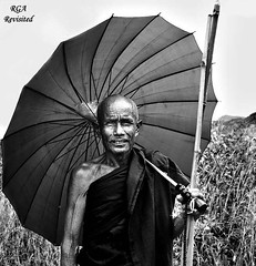 Myanmar Monk (apophisnico) Tags: burma lac monk myanmar birmanie moine incle