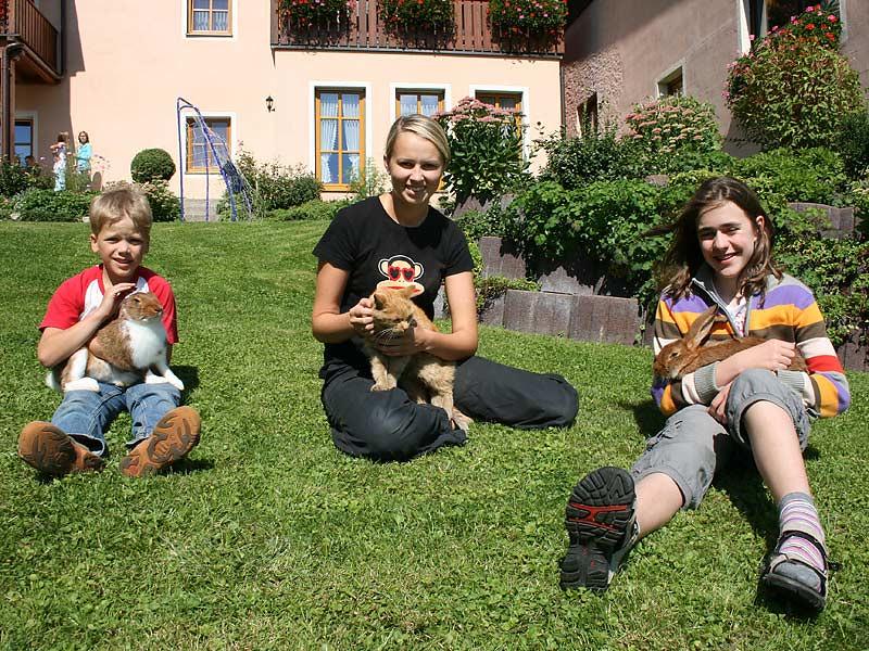 Ferienhof Laux - Kinder mit Hasen