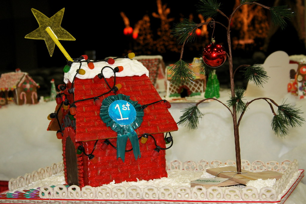 Snoopy Gingerbread House by tsayrate, on Flickr