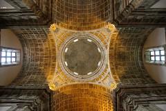 Cúpula del Monasterio de Santa María de Monfero (Josepargil) Tags: luz ventanas galicia monasterio arcos acoruña cúpula monfero circunferencia