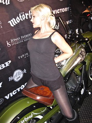 Lemmys bike and a stranger chick.. (Marius Mellebye / 276ccm) Tags: skull posing babe victory chick motorcycle custom airbrush lemmy motorhead kustom bobber mariusmellebye tooling leathercraft 276ccm
