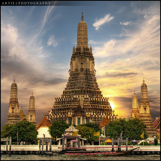 Wat Arun, Temple of the Dawn, Bangkok, Thailand :: HDR