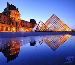 Blue gold (A.G. Photographe) Tags: blue sunset paris france reflection ga nikon louvre bleu reflet reflect ag bluehour uga nikkor reflexion pyramide français hdr parisian anto couchédesoleil napoléon photographe xiii parisien pyramidedulouvre heurebleue 1424 hdr1raw d700 1424mm antoxiii agphotographe