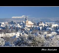 Jingle bells (Olivier Simard Photographie) Tags: winter sky snow cold ice church soleil village hiver colmar roofs ciel alsace invierno neige paysage vignoble église froid vosges elsass glace clocher toits hautrhin herrlisheim nikond90 paysagedeneige oliviersimard mygearandme mygearandmepremium mygearandmebronze mygearandmesilver mygearandmegold mygearandmeplatinum mygearandmediamond photographieoliviersimard copyrightréservéoliviersimard oliviersimardphotographie