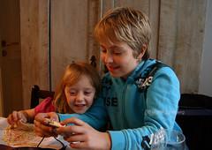 Sharing memories (Swedish Goose) Tags: camera kids memories latvia sharing riga gi sigma1850f28 canoneos400d ginordicjan12