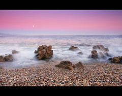 Plage du vieil Antibes (Christophe Bailleux Photography) Tags: longexposure sunset france canon europe 1740mm antibes frenchriviera alpesmaritimes 5dmarkiieuropefranceantibesalpesmaritimesfrenchrivierasunsetlongexposure1740mmcanon blogcbphotofr christophebailleux