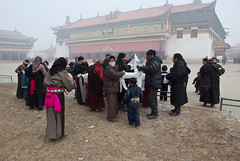 Monlam Festival,Aba,Sichuan (woOoly) Tags: china chinese tibet monastery amdo aba tibetan  sichuan  zhongguo kirti tibetculture tibetanbuddhist gelugpa monlam tibetannewyear   tibetanculture monlamfestival   gelupa sichuantibet tibetnewyear  gerdeng tibetarea abacounty northofsichuan  gerdengmonastery monasterykirti monasterygerdeng gerdengsi templekirti amdotibetregion yellowsect