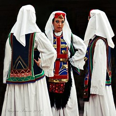 Serbian National Costume from Glamoč in Bosnia and Herzegovina (Tanjica Perovic) Tags: decorations girls red portrait white green youth dance women dress coins embroidery candid traditional young culture clothes ethnic nationalcostume headdress ensamble serbian bosnian attire nationaldress srpska bosnaihercegovina girlstalking српска narodnanošnja pirotserbia glamoč 7међународнифестивалфолклораупироту srpskanarodnanosnja гламоч 7thinternationalfolklorefestivalpirotserbia2011 medjunarodnifestivalfolklorapirotsrbija internationalfolklorefestivalpirotserbia folkloredanceensamble међународнифолклорнифестивалпирот