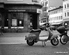 (Has)vespa (kagamiyama) Tags: mamiya 645 vespa hamburg bank scooter super 25 ottensen efke