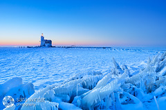 Marken (sara winter) Tags: winter lighthouse cold netherlands frozen nederland marken ijsselmeer paardvanmarken