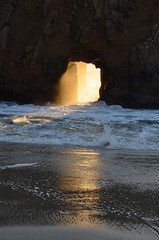 Pfeiffer Arche  -  Big Sur (JohnCramerPhotography) Tags: california sunset landscape landscapes arch bigsur montereycounty sunrays pfeifferbeach pfeifferstatepark keyholerock copyrightjohngcramer goldengaterock