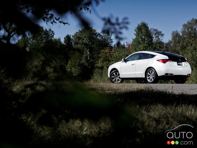 white canada car automobile transport transportation vehicle motor acura automobiles 2011 zdx auto123 canadianautomotivenetwork sebastiendamour