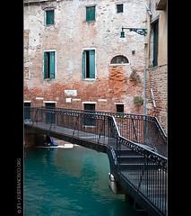 Piscina San Samuele, Venezia (josefrancisco.salgado) Tags: venice italy window ventana canal nikon streetlight europa europe it farol nikkor venecia venezia d3 veneto 2470mmf28g piscinasansamuele