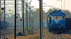 Delicious spotting at Sarni (Ujjawal) Tags: blue diesel rake coal locomotives alco madhyapradesh betul sarni irfca raipur wdg3a boxnhl