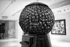 SKULLBALL MACHINE :::::: Marco Perego @ Galerie Gmurzynska Zurich, Switzerland (Toni_V) Tags: bw sculpture art monochrome rock dead skulls schweiz switzerland is blackwhite dof suisse rockstar bokeh good kunst zurich rangefinder only zrich 2012 schdel paradeplatz sep2 star 35lux the flickraward toniv galeriegmurzynska leicam9 marcoperego 120114 mygearandme 35mmf14asphfle l1006050 kaugummimaschine