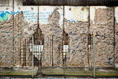 Berlin-037 (fay75020) Tags: urban berlin berlinwall ddr walls