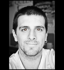 [ 107/365 ] Contento (Krrillo) Tags: portrait david canon happy eos retrato sigma 7d 1750 28 felicidad 365 feliz carrillo contento desaturado selectivo krrillo