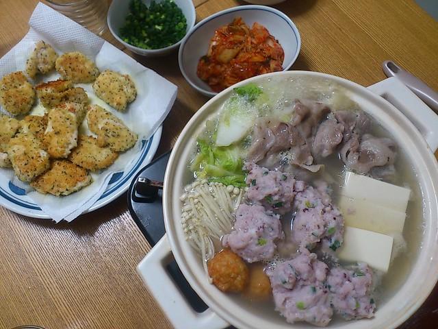 【今日の夕げ☆ダンナ編 いか団子鍋.鶏の香草パン粉焼き】の写真