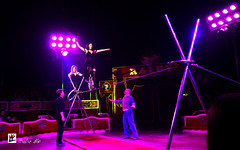 Circo Raluy-Circ Raluy-Zirkus Raluy (Hunter.) Tags: barcelona show lighting public canon luces spain track colours circo box circus report colores seats ambient pblico hunter 1020mm pista equilibrium palco ambiente equilibrio espectculo reportaje butacas circoraluy monobike canon450d circusraluy monobicicleta familiaraluy familyraluy