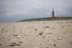 Texel Lighthouse and Shells (bschl) Tags: 24mm canoneos650d efs18135mmf3556isstm img2341cr2