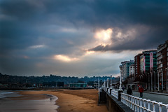 Os Guio (I Guide You) (Dibus y Deabus) Tags: sky espaa beach clouds canon dawn spain gijn asturias playa amanecer cielo nubes gijon 6d playadesanlorenzo sanlorenzosbeach